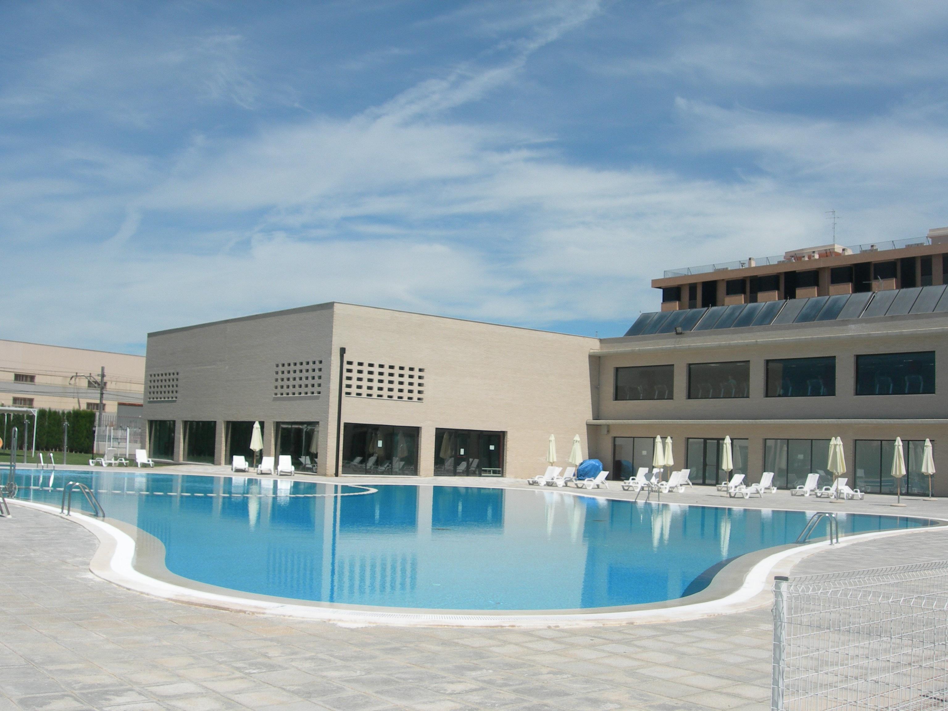 La piscina de alfafar ser m s barata para los vecinos for Piscina paiporta