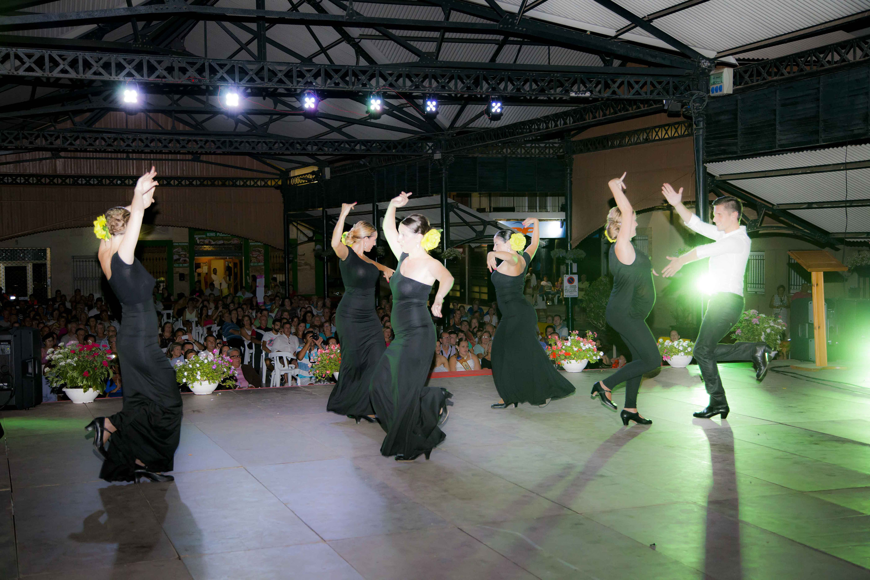 La Asociación Andaluza Rociera de Moncada ha participado un año más en la noche de Folclore Andaluz