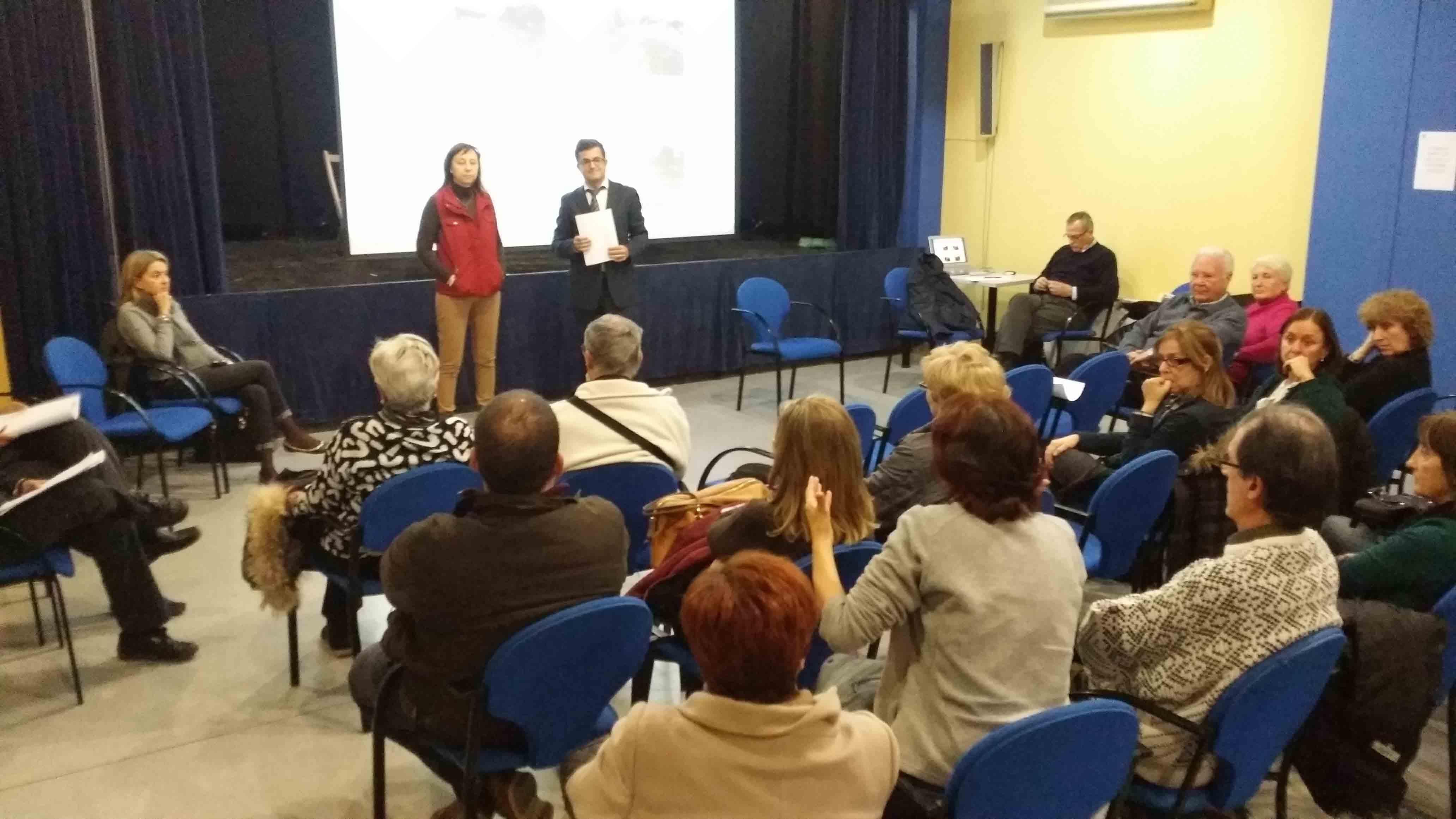 Reunión entre la alcaldesa de Paterna y los vecinos de la calle 133 ... - El Meridiano L'Horta