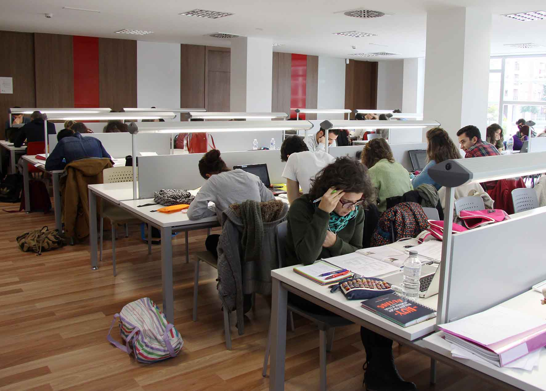 139 estudiantes de massanassa se benefician de la beca de for Sillas para estudiantes universitarios