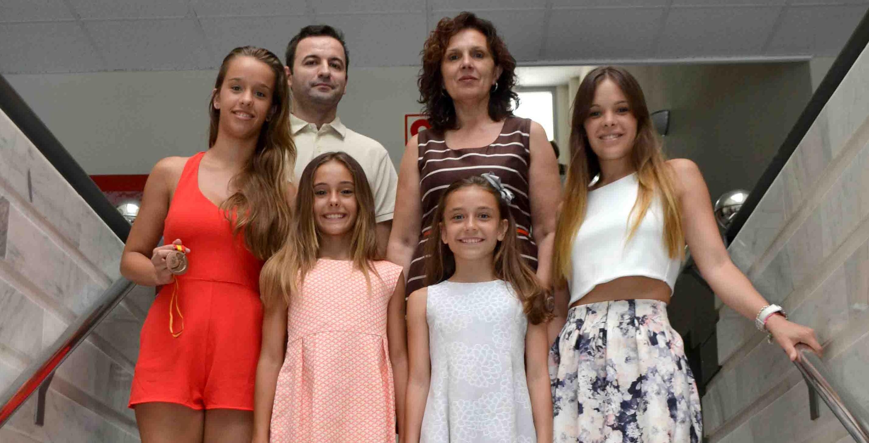 Carmen mart nez recibe a una representaci n del club de for Gimnasio quart de poblet
